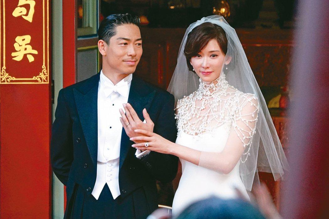 林志玲昨天與AKIRA完成世紀婚禮,兩人交換戒指。 記者林伯東/攝影