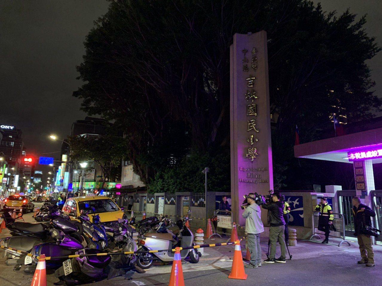 69歲曾姓女司機今晚5時許駕駛計程車行經台北市中山區吉林國小前家長接送區,突然失...