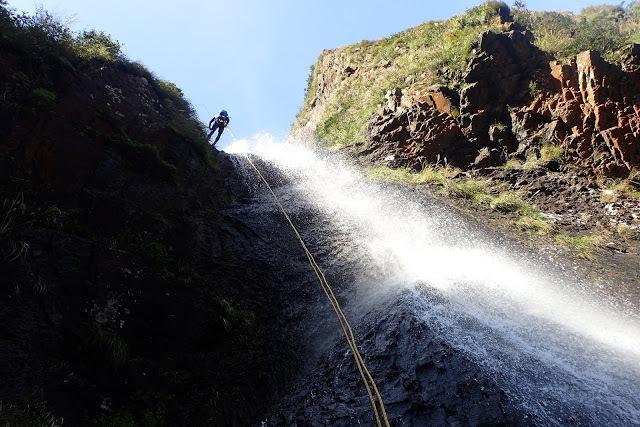 換個方式親近! 陽明山區最大「阿里磅瀑布」健行與瀑降