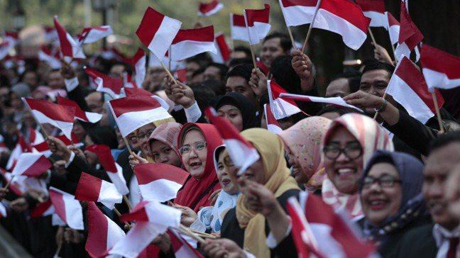 印尼擁有較穩定的總體經濟環境,也正加強教育,有助彌補勞工成本方面的劣勢。美聯社