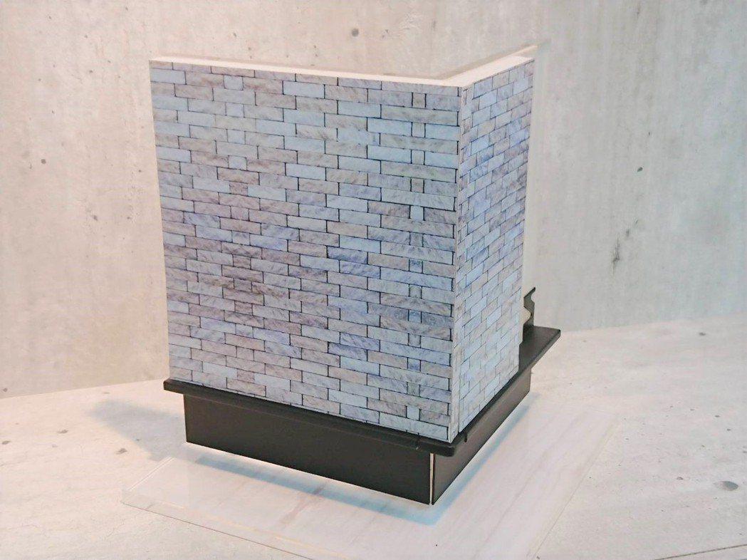 鋁合金勾縫踢腳板之完成面示意應用模型。莊智強/攝影