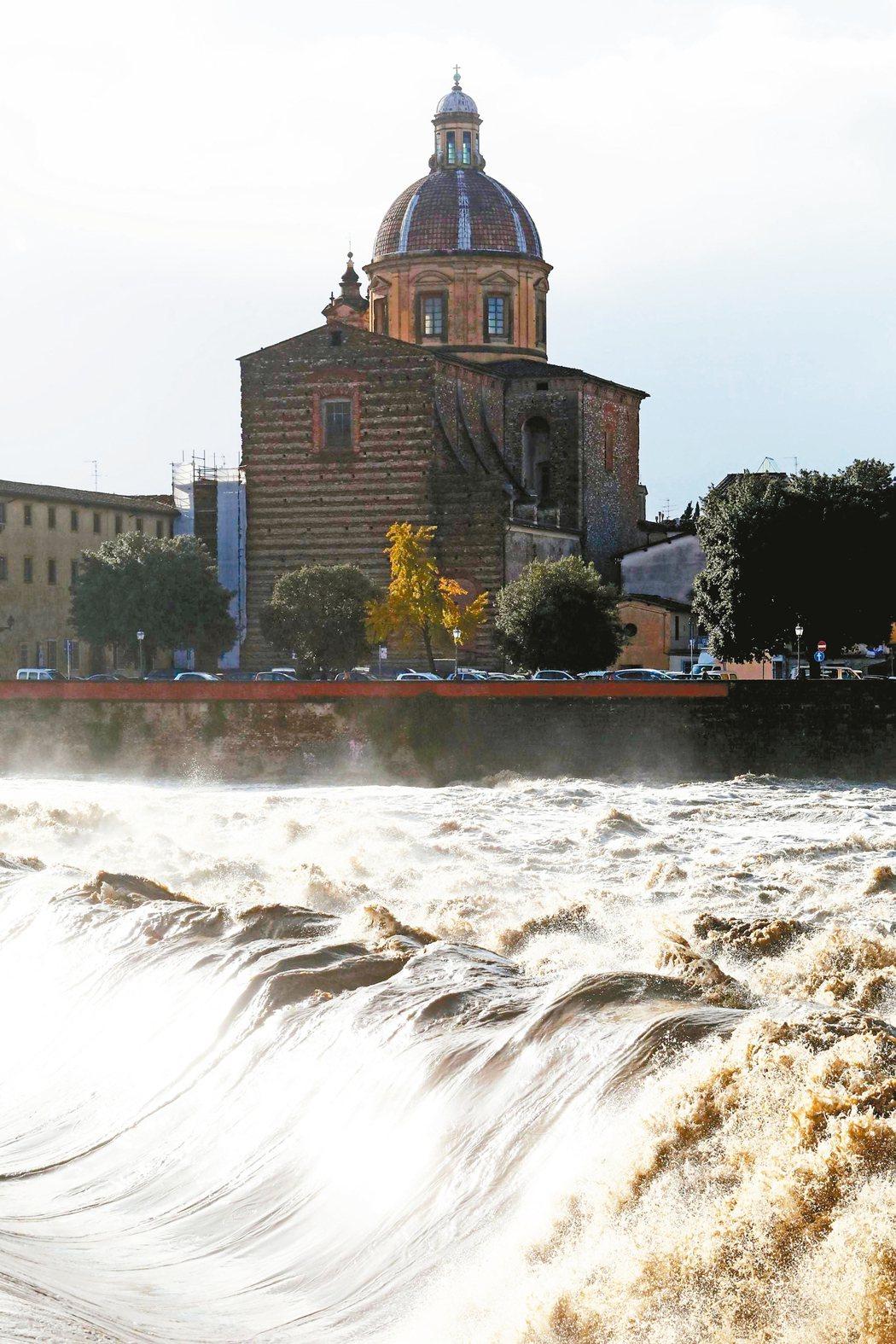 義大利阿諾河水位於17日達1992年來最高。 歐新社