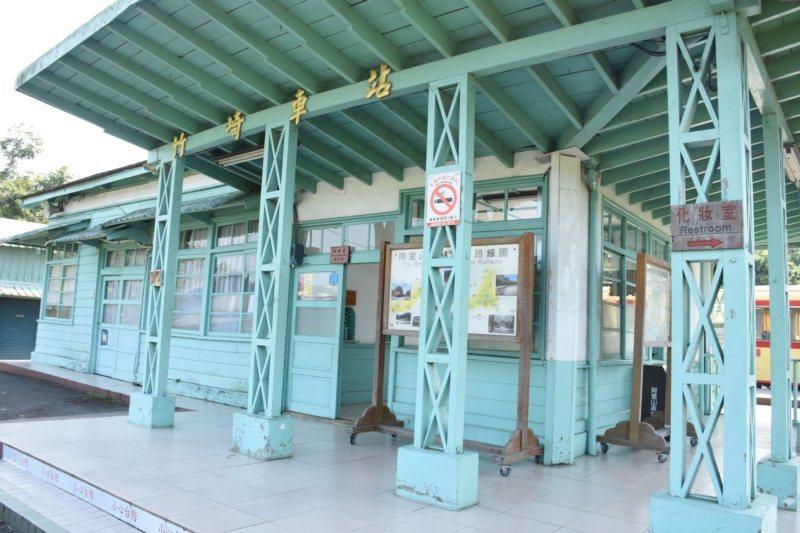 「洋溢.崎步走」第4季主題列車第一站抵達竹崎車站,是林鐵平地線的最終站,之後就會...