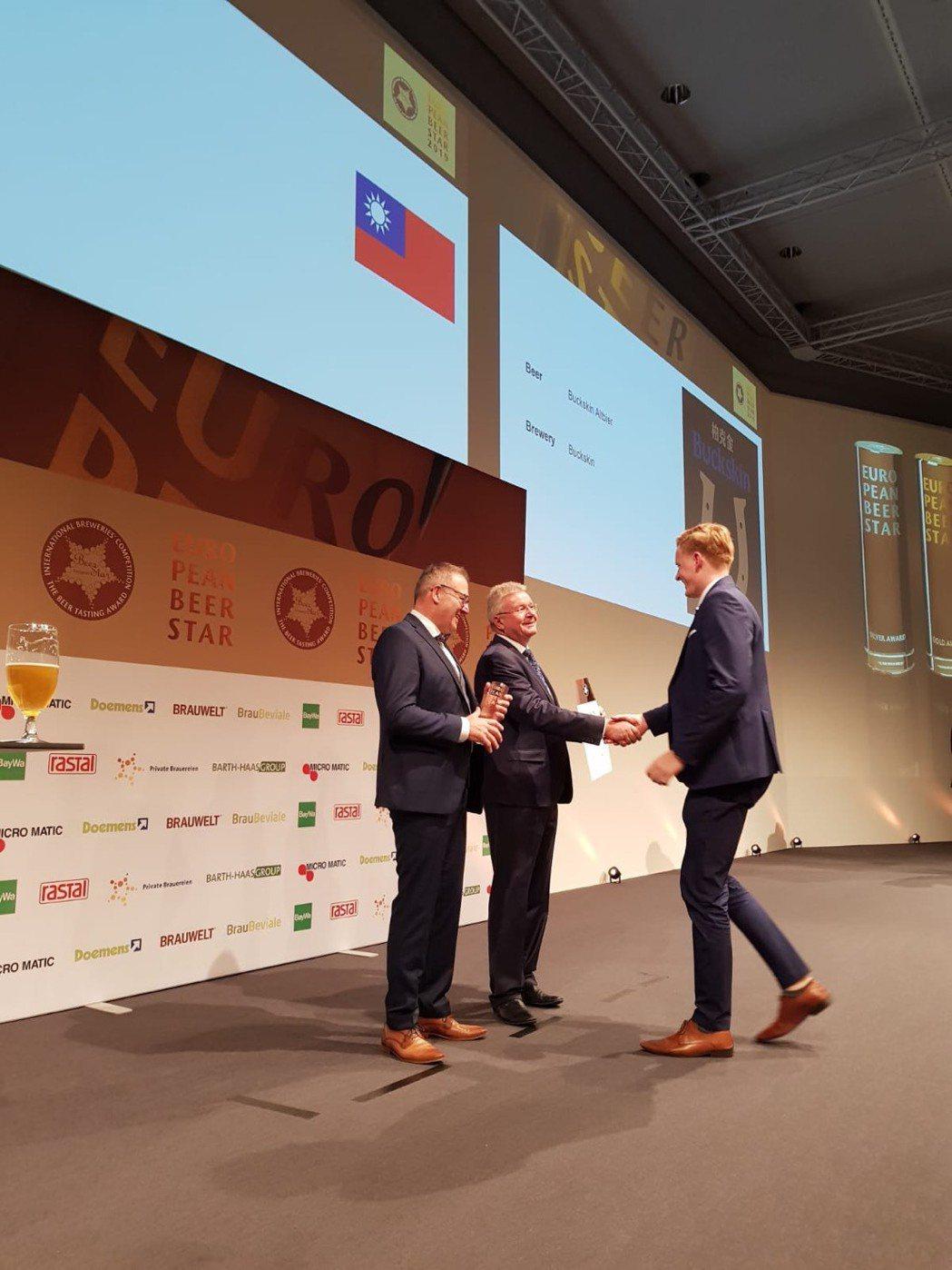 11月13日於德國紐倫堡舉辦的「EBS歐洲啤酒之星」頒獎典禮上,柏克金抱回1金1...