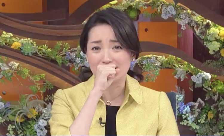 台灣志工陳一銘所說的「日本是我們的家人」一席話,讓棚內的主播大江麻理子忍不住落淚...