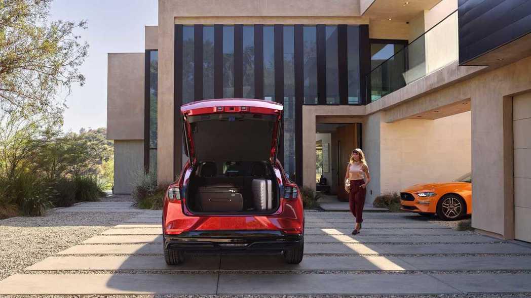 Ford Mustang Mach-E後行李箱的容積為821公升。 摘自Ford