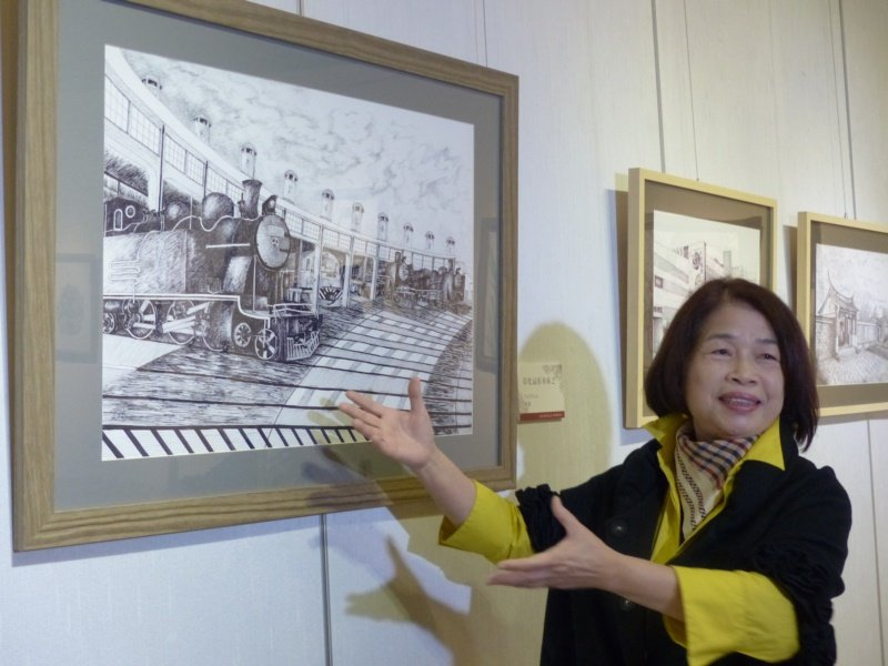 彰化縣前縣長、國策顧問翁金珠已舉辦9場鋼筆畫展 ,圖為她筆下任內爭取保存的彰化扇...