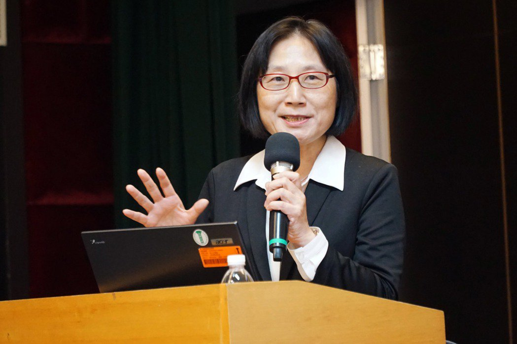 經濟部商業司司長李鎂到大葉大學分享公司法。 大葉大學/提供。