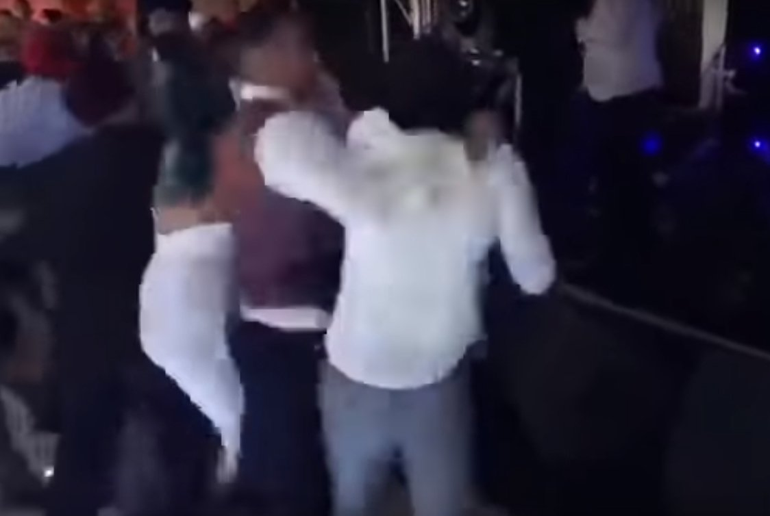 英國一場婚宴上發生賓客鬥毆事件。 圖/翻攝自Youtube