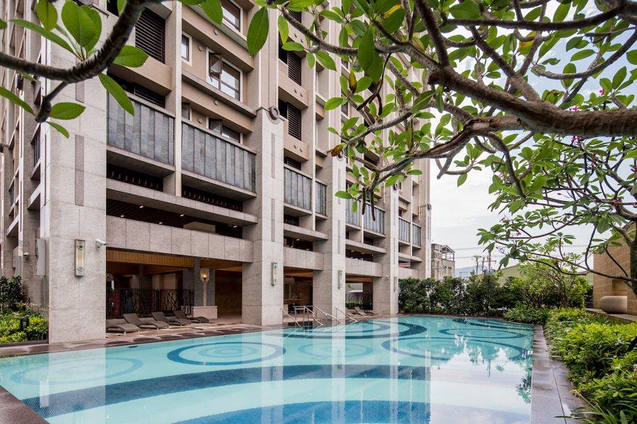 「希望城市」公設豐富且實用,戶外泳池提供社區住戶休閒運動好去處。 圖/希望城市提...