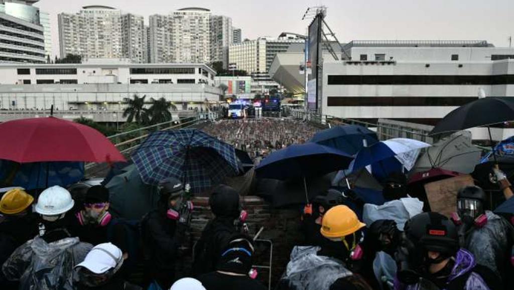 香港理工大學外爆發激烈衝突 2019年11月17日 ANTHONY WALLAC...