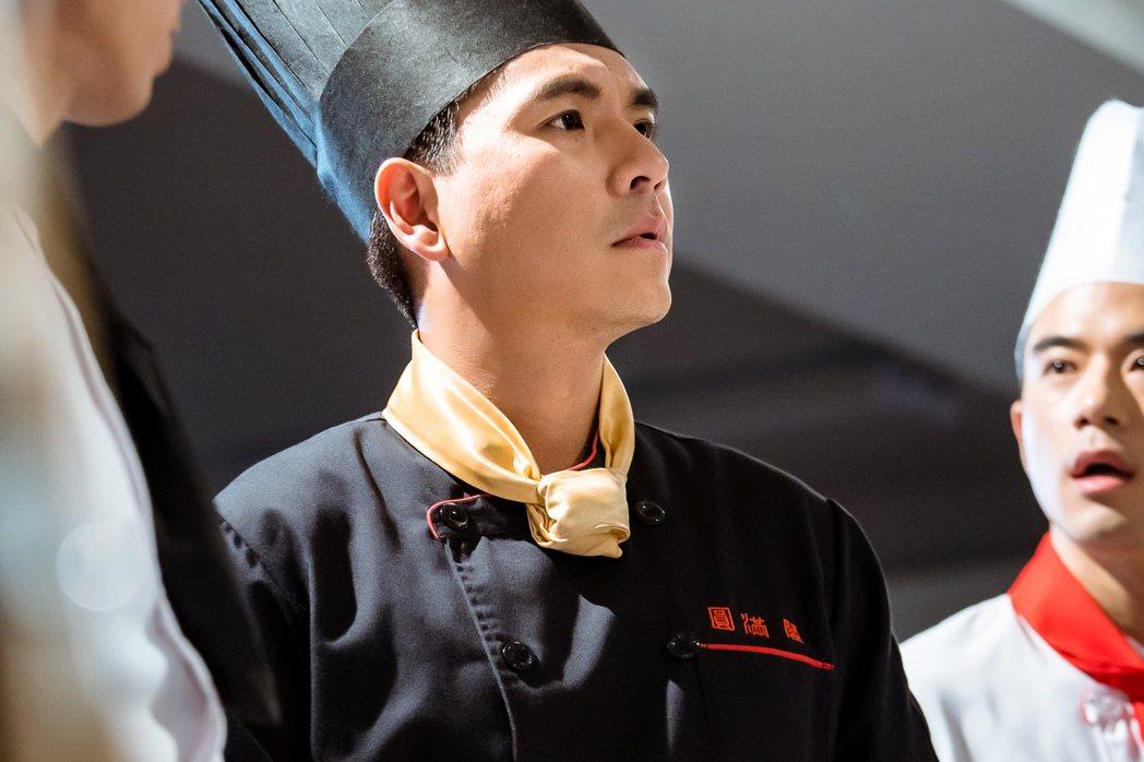 王傳一演廚師不慎被燙傷。圖/東森提供