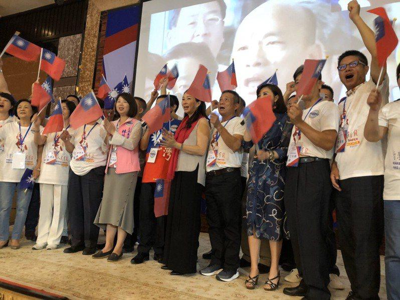 國民黨總統參選人韓國瑜的妻子李佳芬結束訪日行程,下站到柬埔寨,受到當地僑胞歡迎。圖/韓國瑜競辦提供