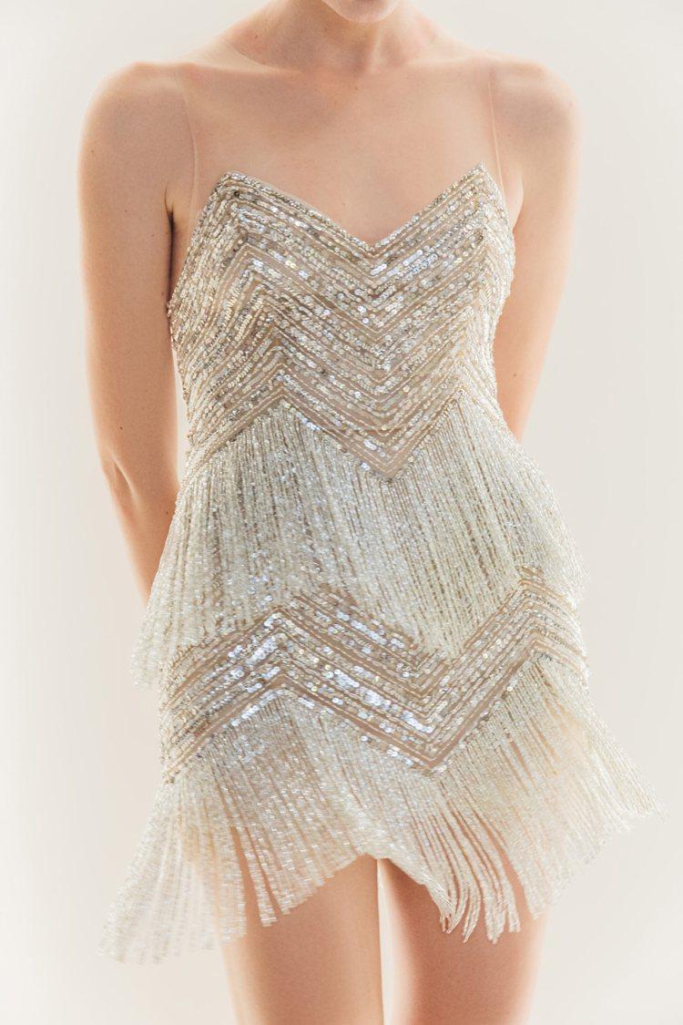 NICOLE + FELICIA幫林志玲所打造的流蘇短禮服,以數萬顆高級縫珠手工...