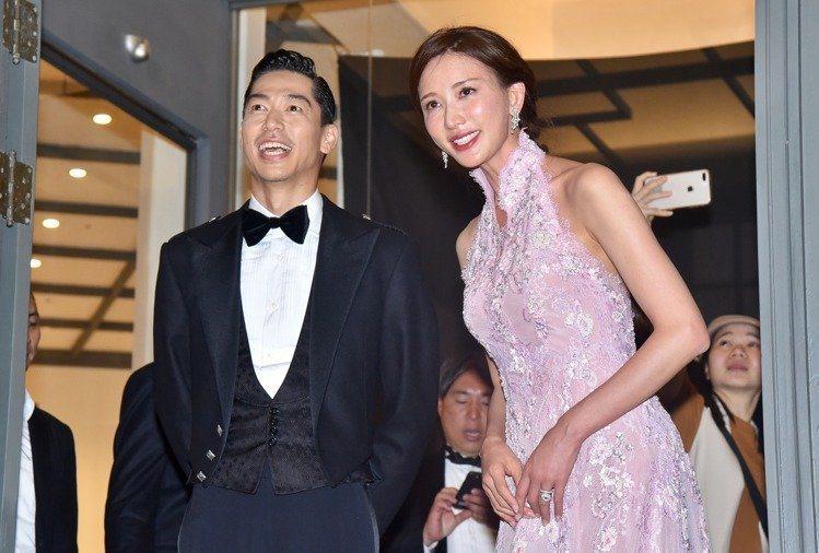 林志玲(右)畫上GA唇萃#504,百搭各種禮服。圖/讀者提供
