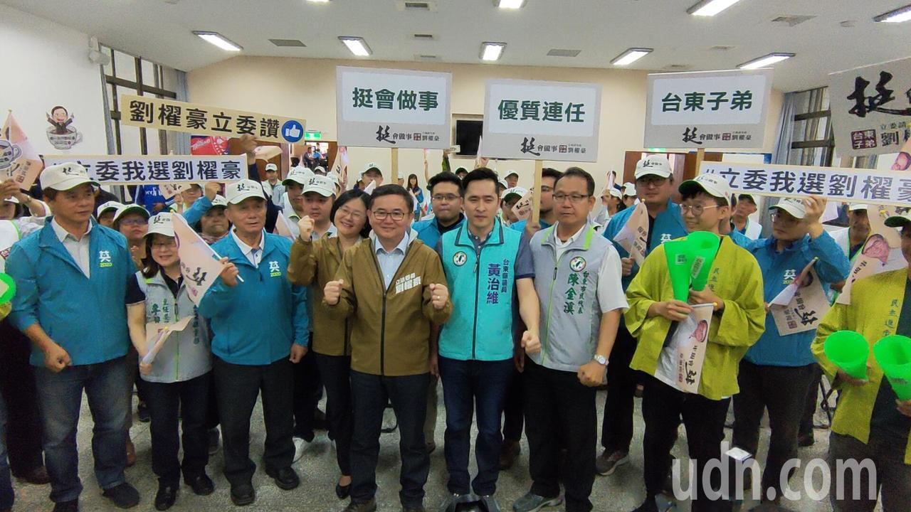 2020立委選舉台東縣現任立委劉櫂豪今天上午完成登記搶頭香。記者羅紹平/攝影
