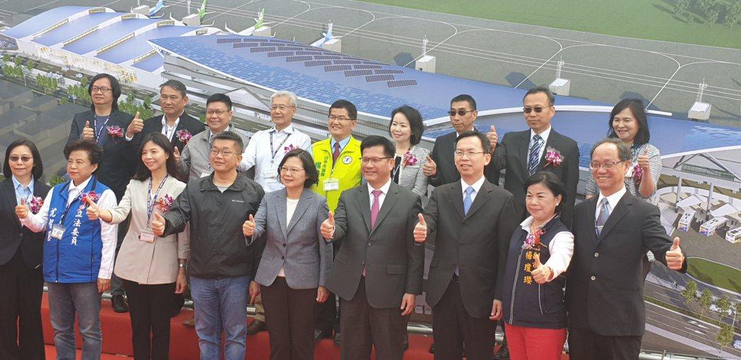 蔡英文總統今天到台中機場,主持台中國際機場國內航廈整體改善工程動土典禮。記者游振...