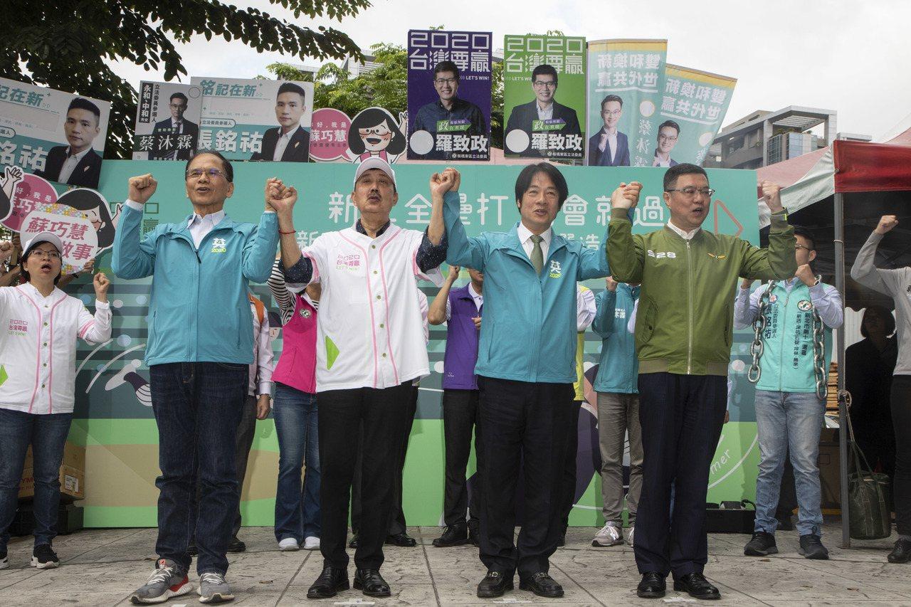 面對對手也支持蔡英文總統,立委余天(左2)說,這是很糟糕的問題,但支持蔡英文他也...