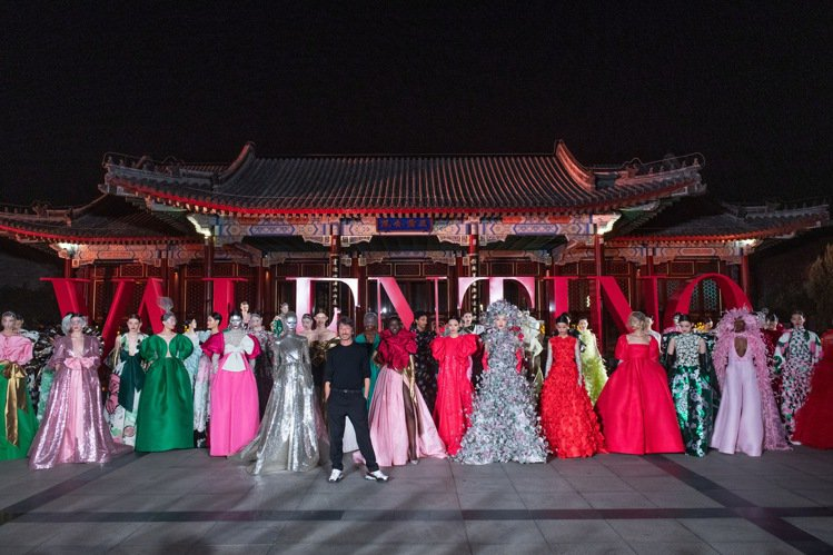 Valentino日前在頤和園舉辦高級訂製「北京系列」作品,以「Daydream...