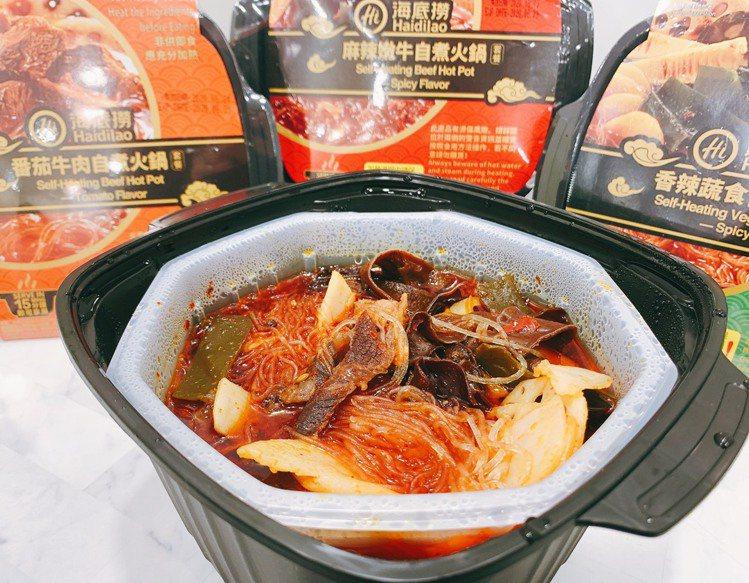 「海底撈麻辣嫩牛自煮火鍋套餐」紅通通湯底讓人食慾大開。記者徐力剛/攝影