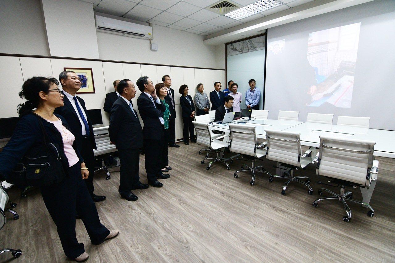 台東地檢署創全國首例設置「科技偵查指揮中心」,針對離島啟用非刑事案件離島遠距視訊...