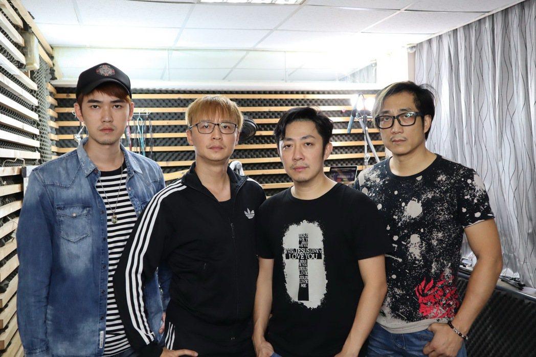 「87樂團」團長阿修羅(右起)、主唱艾成、鼓手何豪傑和吉他手樂咖。圖/樂音唱片提