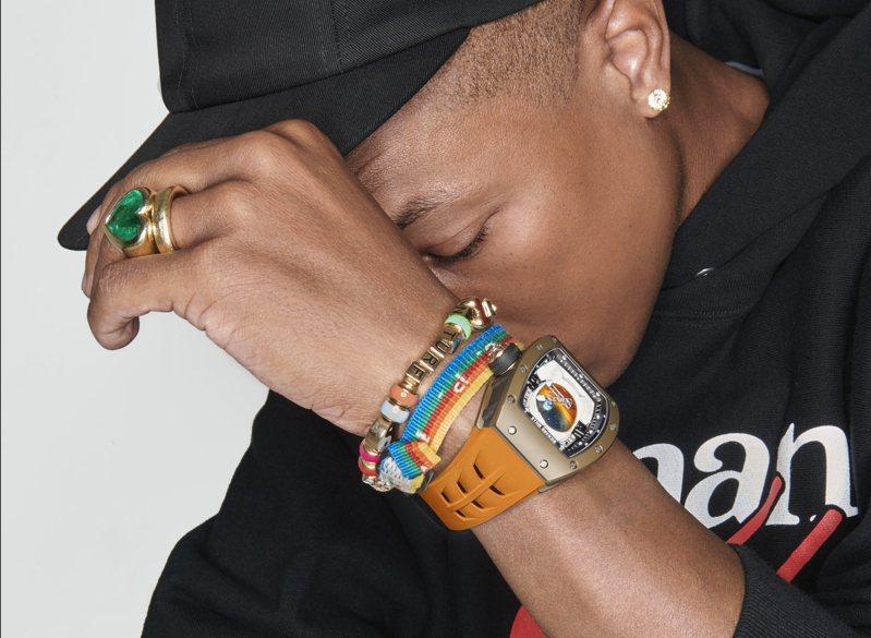 Pharrell Williams詮釋與RICHARD MILLE聯名的RM 52-05 Pharrell Williams陀飛輪腕表。圖/RICHARD MILLE提供