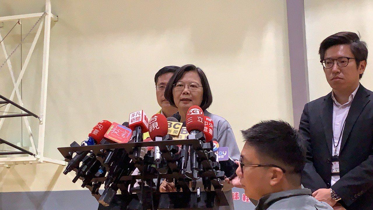 對於香港反送中越演越烈,蔡英文總統稍早出席行程時被問到此問題,她呼籲香港跟北京政...