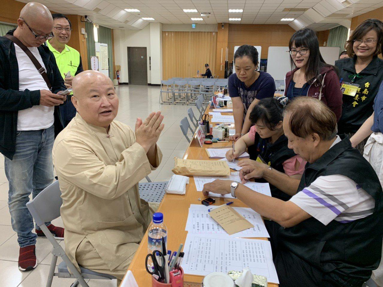 台南市立委選舉登記圓黨的溫米樂拔得頭籌。記者修瑞瑩/攝影