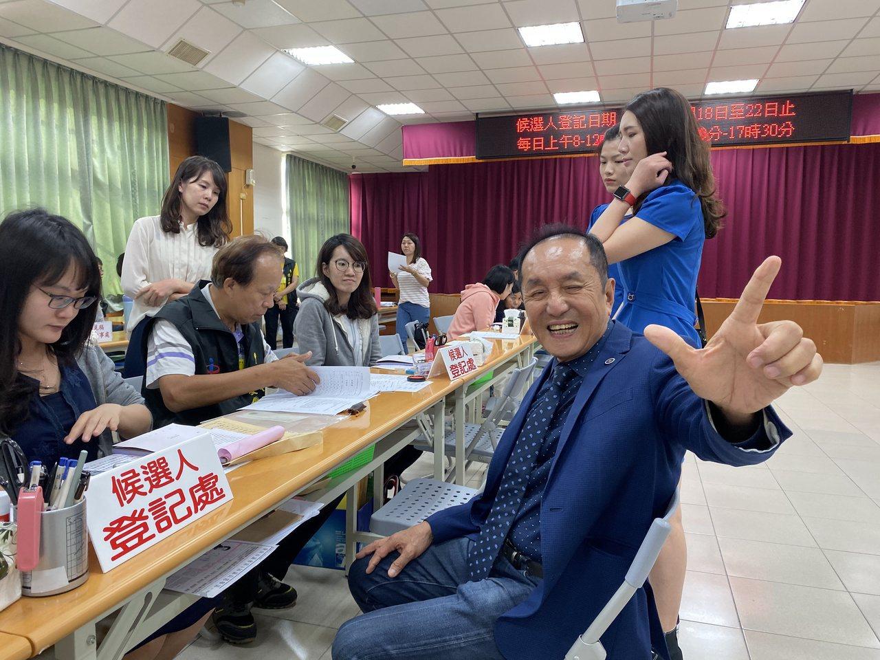 虧雞福來爹林義豐今天登記參選立委。記者修瑞瑩/攝影