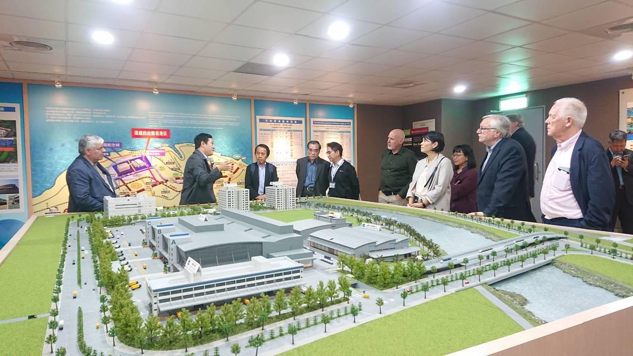 桃園航空城公司說明,「桃園航空城計畫」是智慧城市結合機場與周邊建設軟硬體、綠建築...