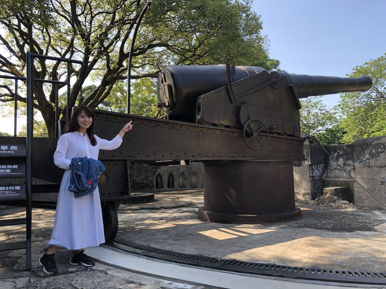新北市立淡水古蹟博物館復刻1比1的阿姆斯脫朗8吋砲,以玻璃纖維(FRP)打造長達...