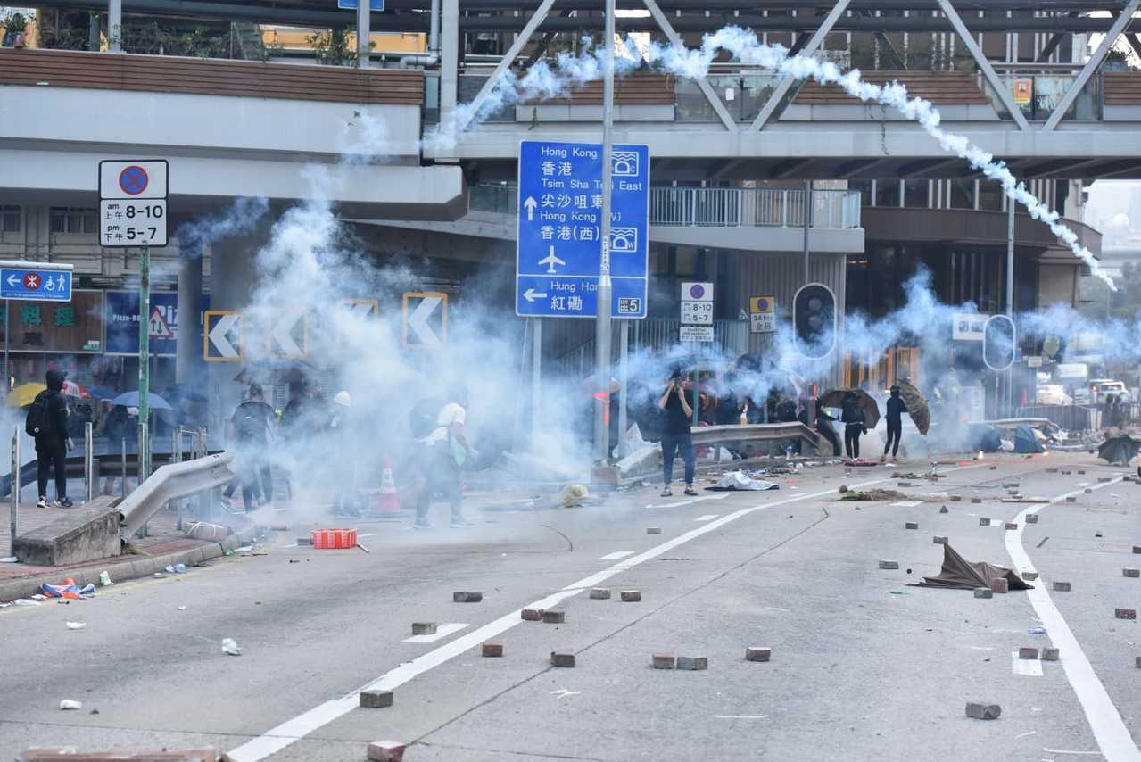 蕪湖街有人投擲汽油彈。取自星島網