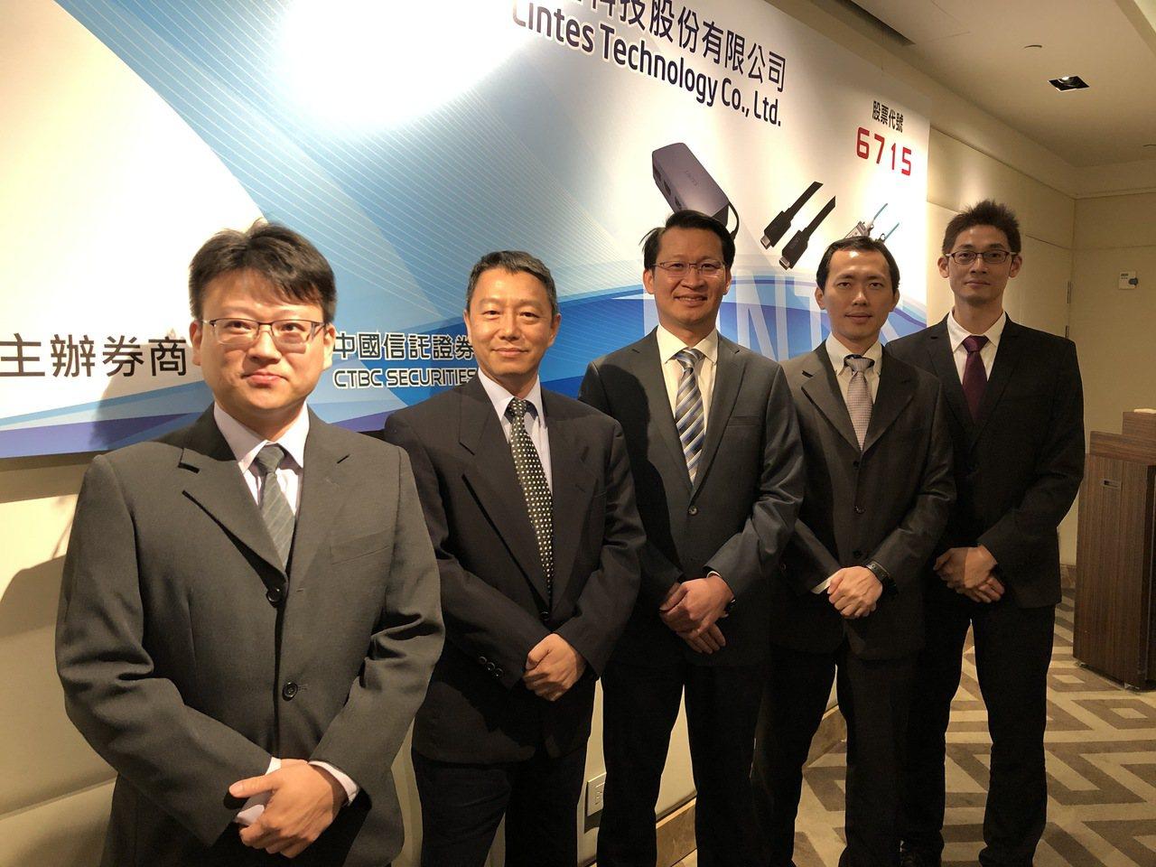 嘉基總經理羅偉仁(中)與經營團隊。記者蕭君暉/攝影