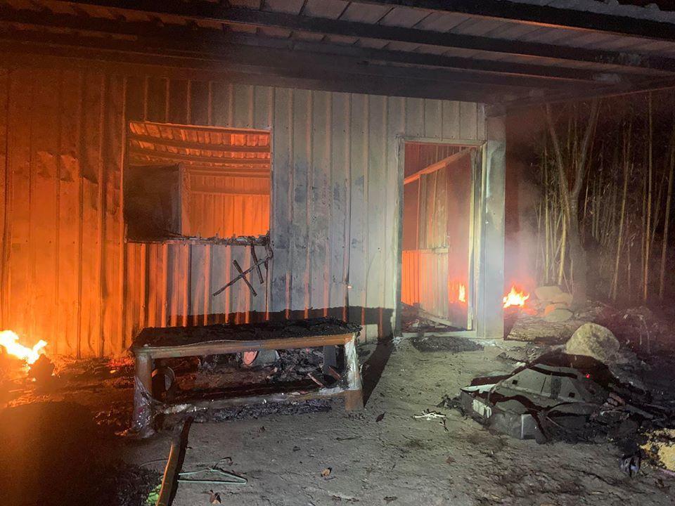苗栗縣泰安鄉中興村出火部落一間鐵皮工寮,疑因點燃天然氣付之一炬。圖/馬懷素提供
