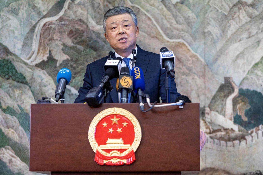 劉曉明18日在倫敦召開記者會談論香港局勢。法新社