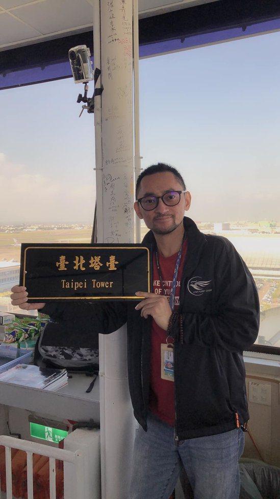 李宏鳴生前攝於桃園國際機場塔台。圖/引自李宏鳴臉書