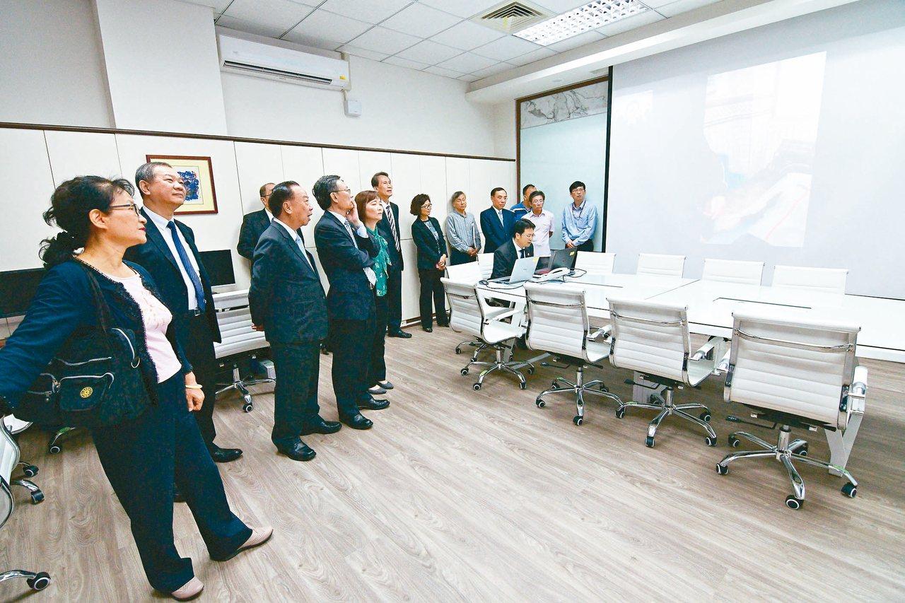 台東地檢署創全國首例設置「科技偵查指揮中心」,在離島啟用非刑事案件離島遠距視訊相...