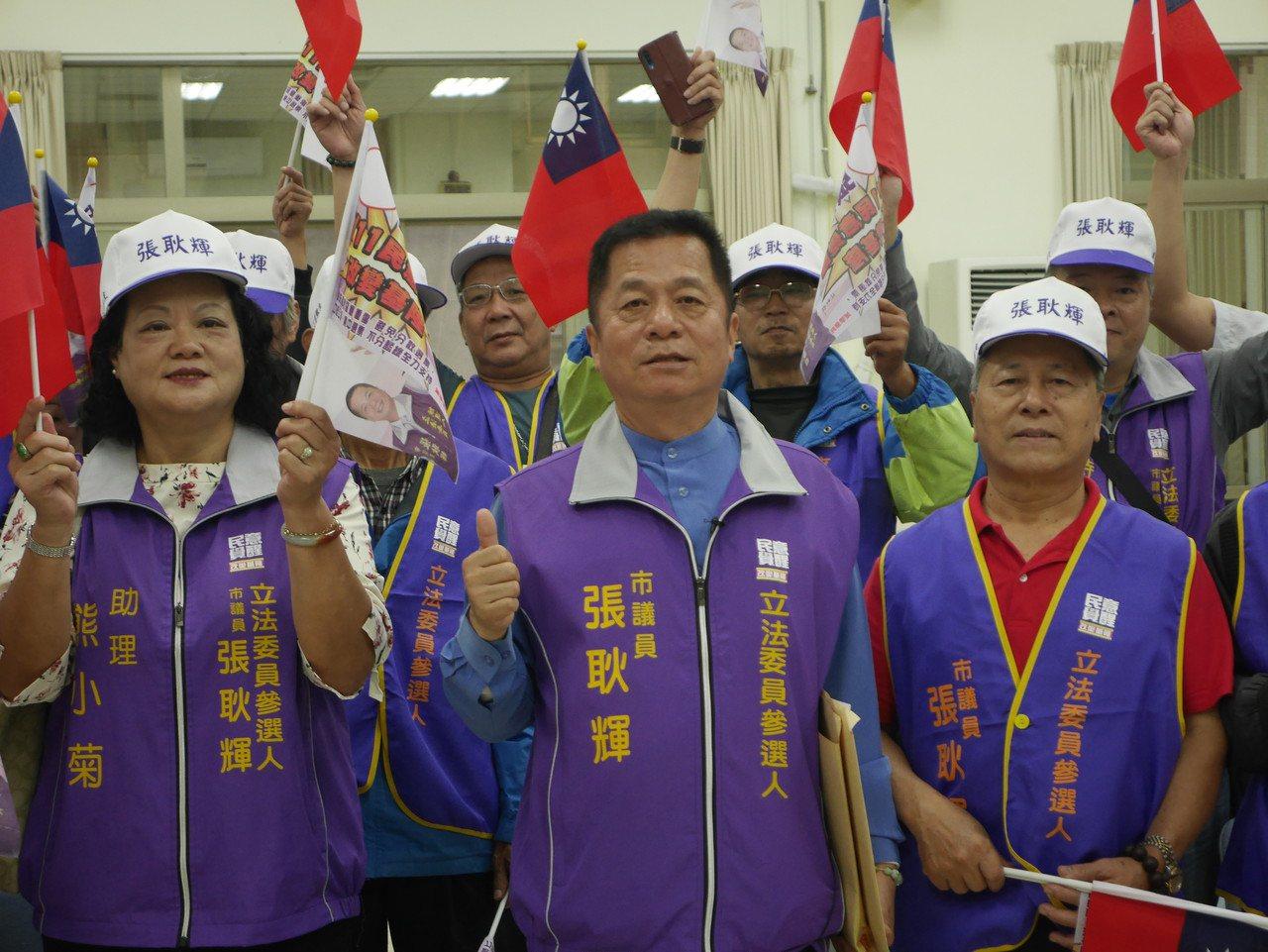 基隆市無黨籍議員張耿輝,隔了8年又再捲土重來選立委。 記者吳淑君/攝影