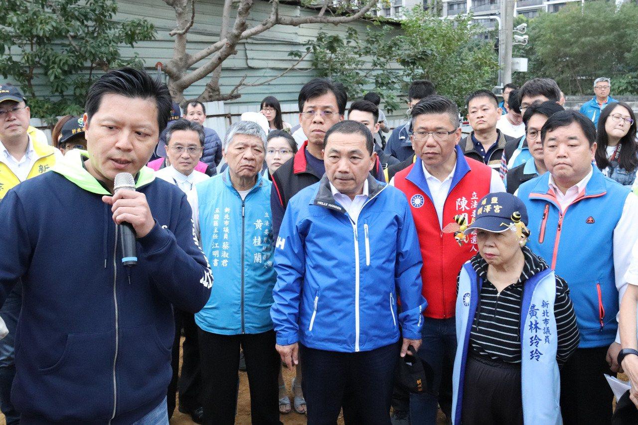 新北市長侯友宜(中)表示,對於五股垃圾山問題絕不手軟,要讓這裡成為都市重要寶地。...