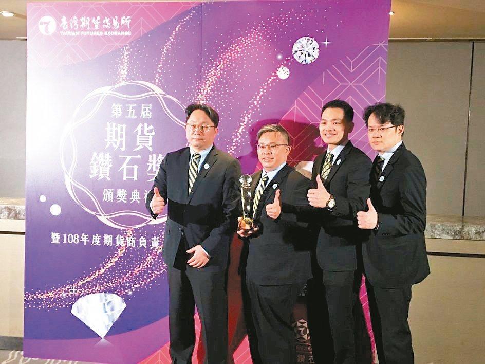 元大投信榮獲證券投資信託事業交易量鑽石獎第一名。 元大/提供
