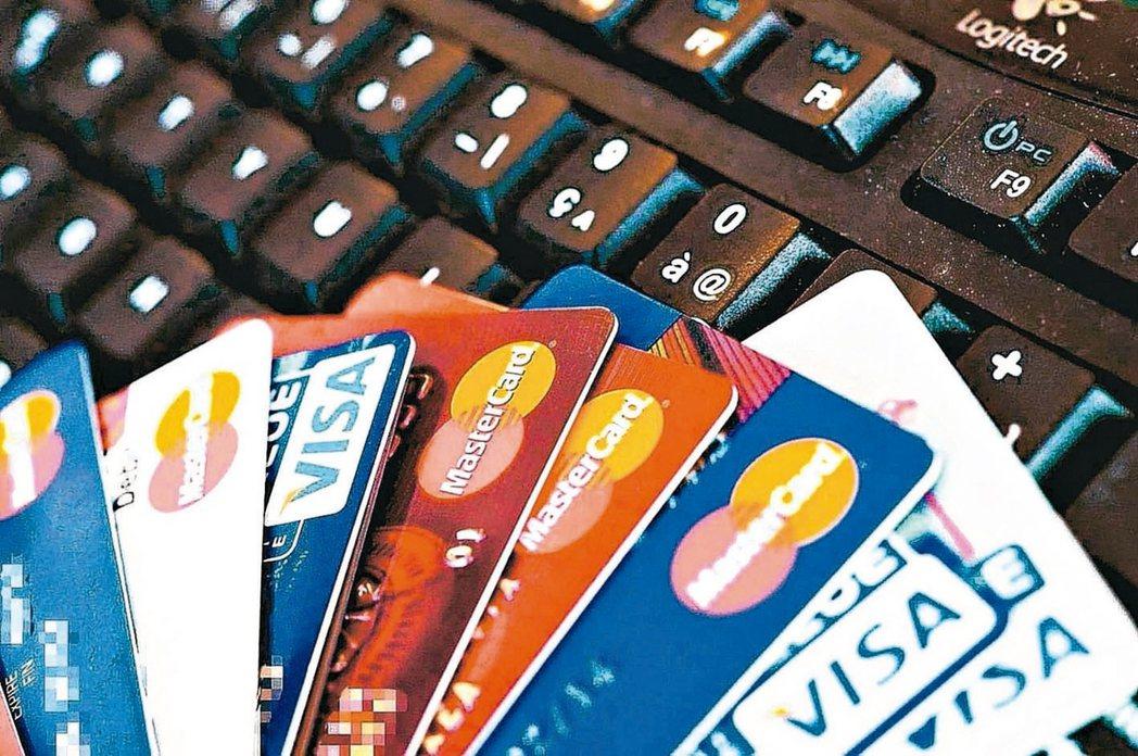 據金管會及各銀行統計,玉山銀行10月發行15.9萬張信用卡,為單月發卡王。 (本...