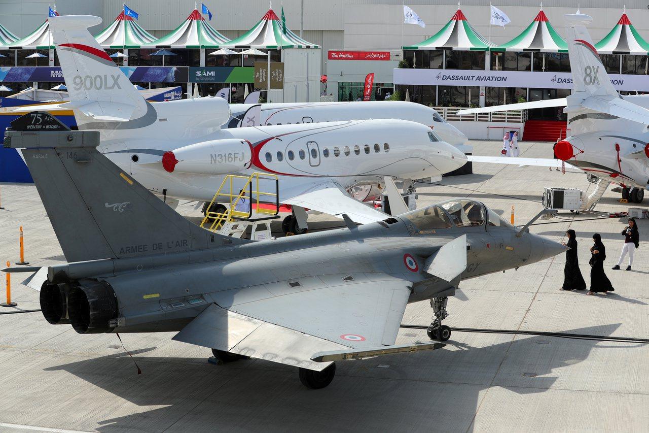 杜拜航空展首日現場極其冷清,次日交易稍為熱絡。 路透社