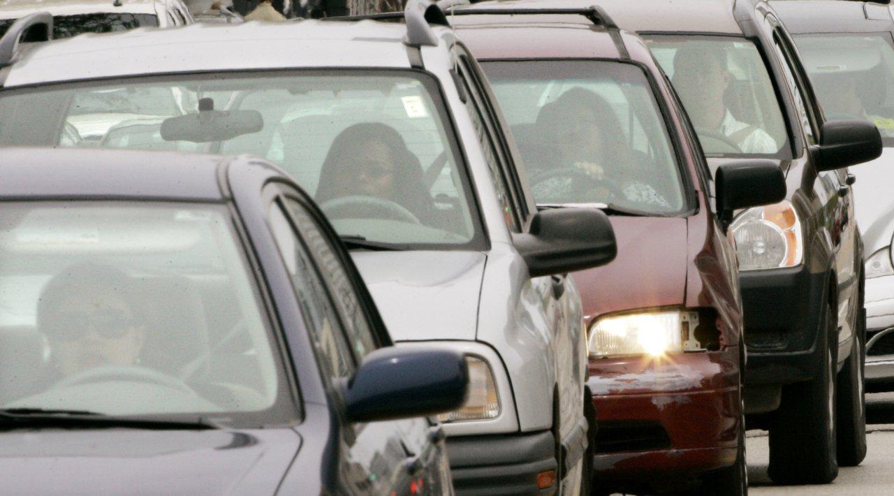 去年全美有803名未扣安全帶的後座乘客死於車禍。 美聯社