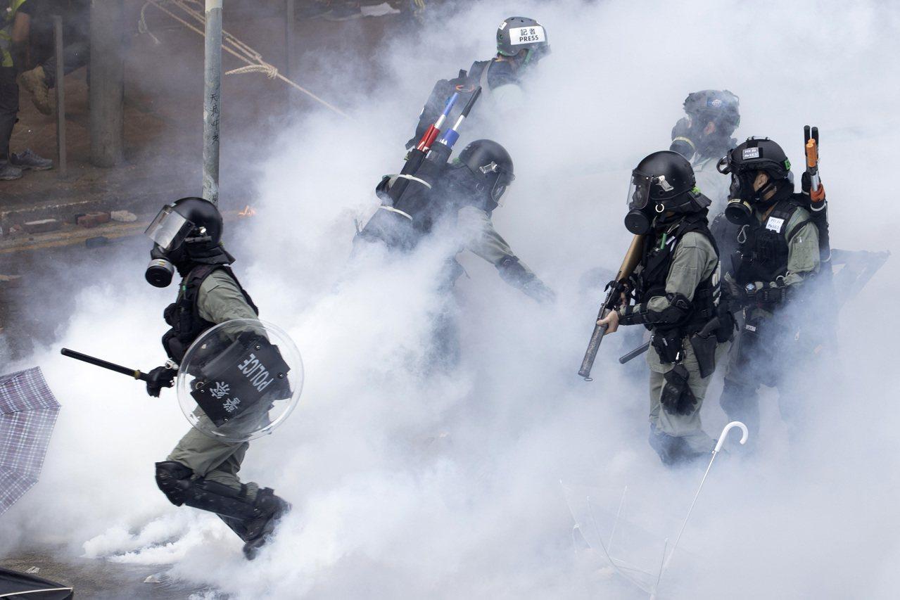 西方部分國家批評香港警方近期處理大學校園「反送中」示威的手法,中國聲稱有關言論「...