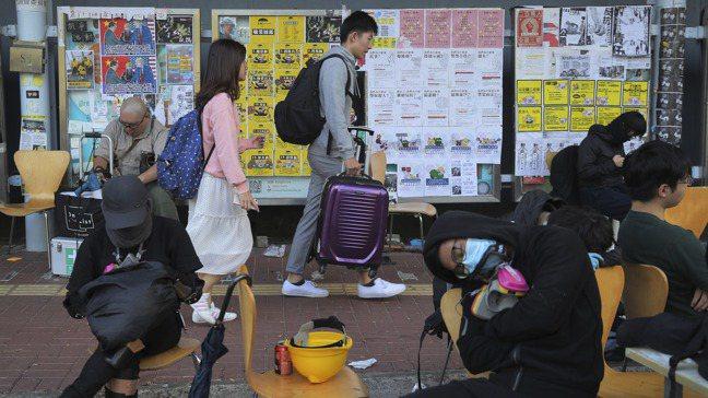 陸生逃離香港。美聯社