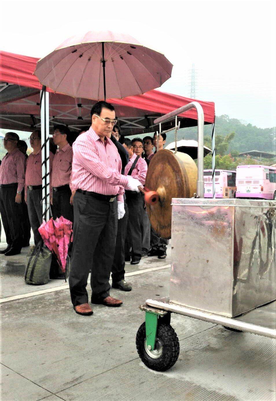 欣欣客運公司今(108)年第3批汰舊換新的普遊車,嘉惠251路及253路民眾搭乘...