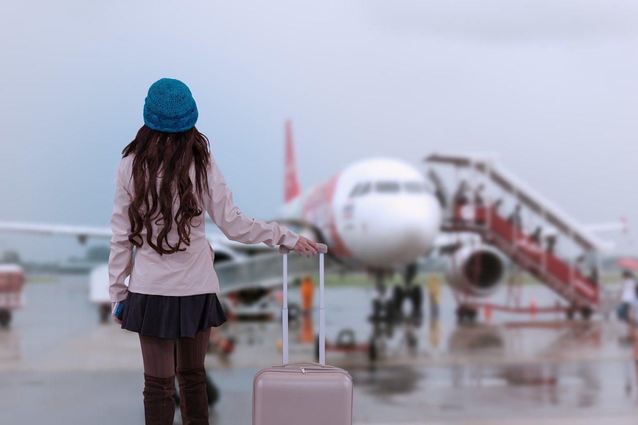 一名女網友在PTT分享訂錯班機時段的心得,讓她只能一起床就要趕去機場搭中午的班機...