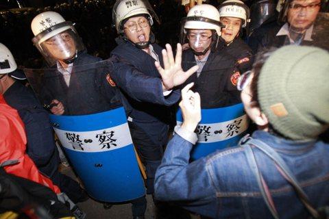 太陽花國賠案:綁架警察士氣,與撕票法治的平行世界