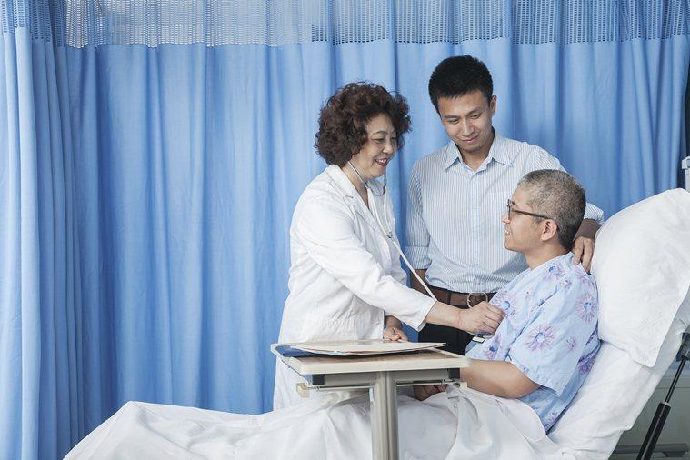 病人的安心感、信任感是復原的重要因素之一。親屬或信任的友人在身旁也是一劑強有力的...